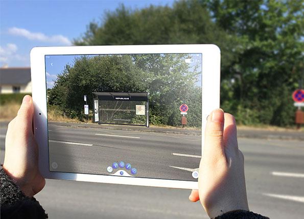 arrêt de bus en réalité augmentée à taille réelle